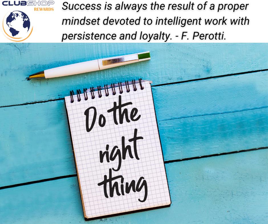 """""""सफलता हमेशा दृढ़ता और निष्ठा के साथ बुद्धिमान कार्य के लिए समर्पित एक उचित मानसिकता का परिणाम है।"""" फेब्रीज़ियो पेरोटी।"""